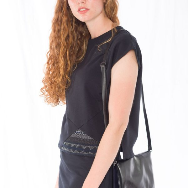 Sweat-Tshirt Shorty Multikulti _ Sweat-Rock Black _ Cross Body Bag